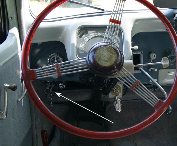 Le tablier de radiateur, un autre bel accessoire d'époque File